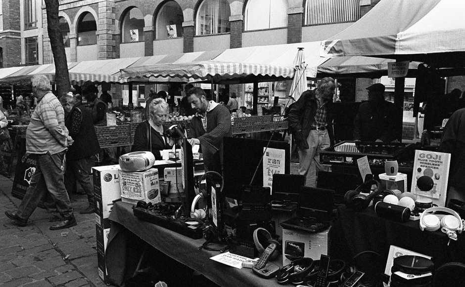 To Buy or Not to Buy?  Chesterfield Market | Leica SUMMICRON 50mm f2 <br> Click image for more details, Click <b>X</b> on top right of image to close