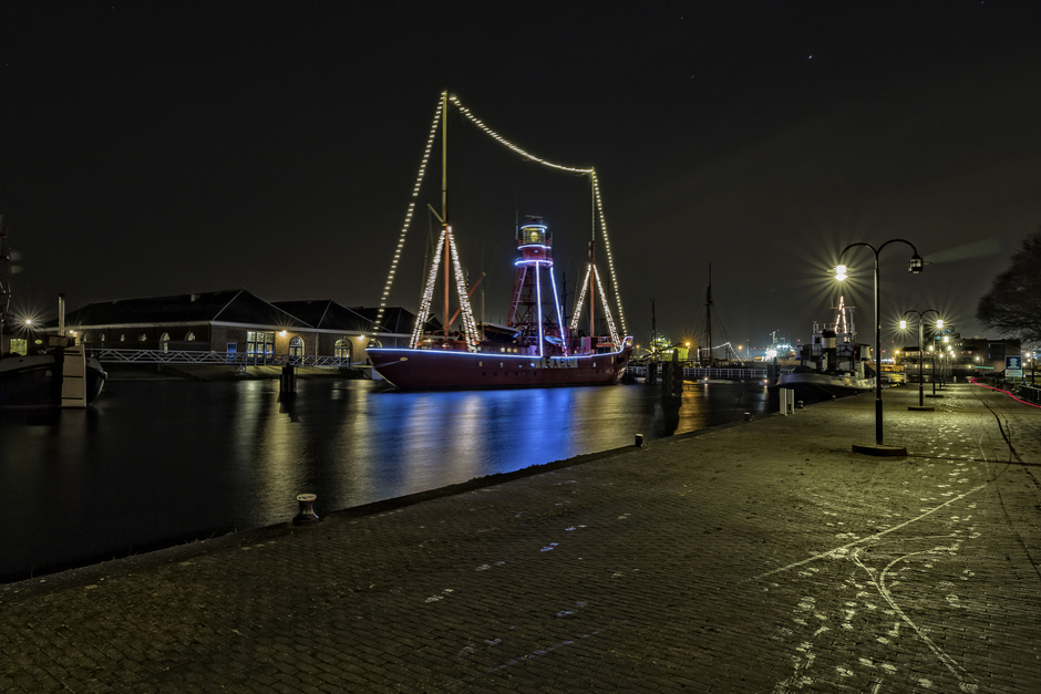 Lightship Texel No 10 | Zeiss ZE Distagon T* f2.8 21mm <br> Click image for more details, Click <b>X</b> on top right of image to close