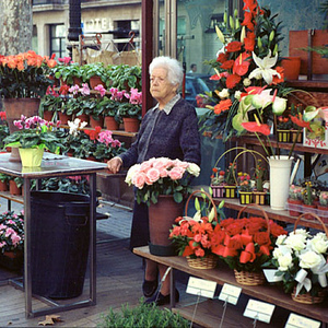 Barcelona Flower Lady | Leica SUMMICRON 50mm f2 (Rigid) <br> Click image for more details, Click <b>X</b> on top right of image to close