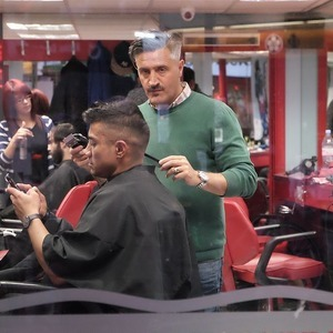 In the Barbers | Lens model not set <br> Click image for more details, Click <b>X</b> on top right of image to close