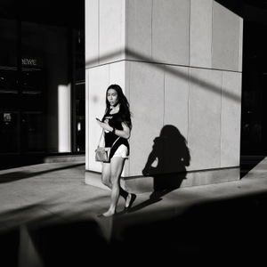 Out of the Shadows | Leica ELMARIT 28mm f2.8 ASPH